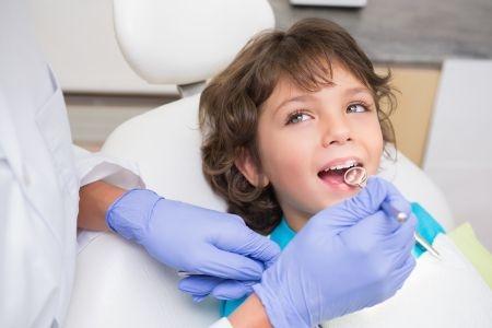 Dentista visita bambini